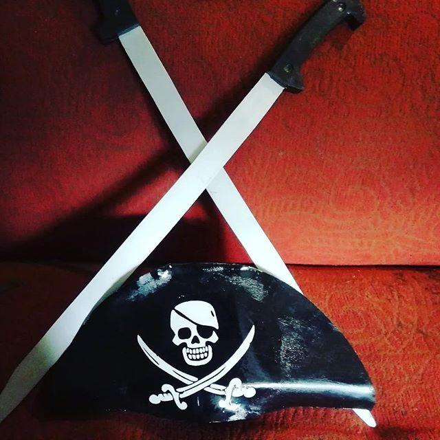 Пиратская атрибутика. #пираты #атрибутика #сокровища #сабля #абордаж