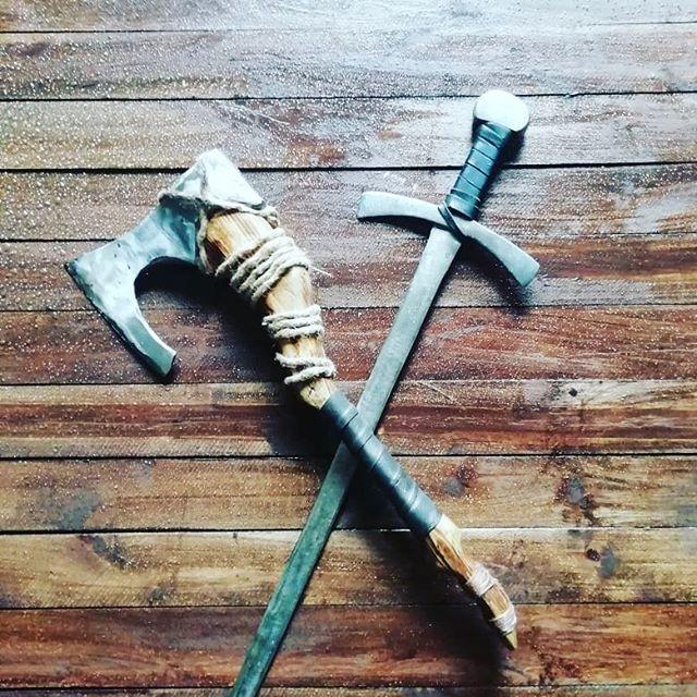 Новые экспонаты в наш фэнтезийный уголок.  #меч #топор #фэнтези #средневековье #орудие