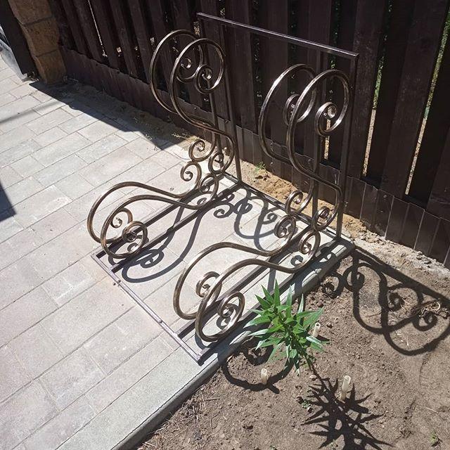 Велосипедная стоянка на 2 велосипеда установлена в коттеджном поселке Коприно